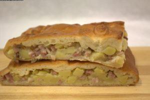 пирог слоеный с мясом и картошкой