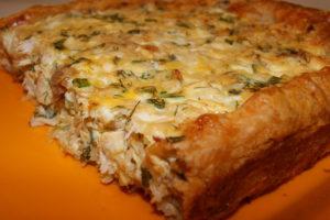 открытой слоеный пирог с мясом и грибами