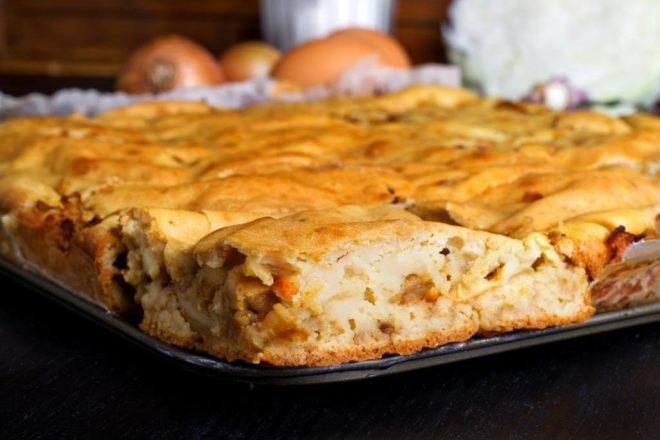 Простой постный пирог с капустой