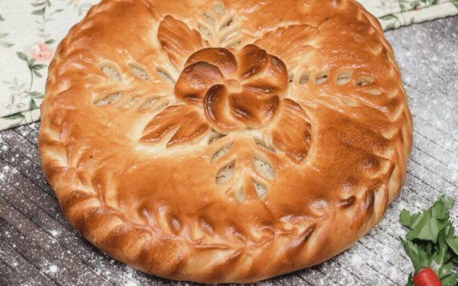 Ароматный закрытый пирог с капустой из дрожжевого теста