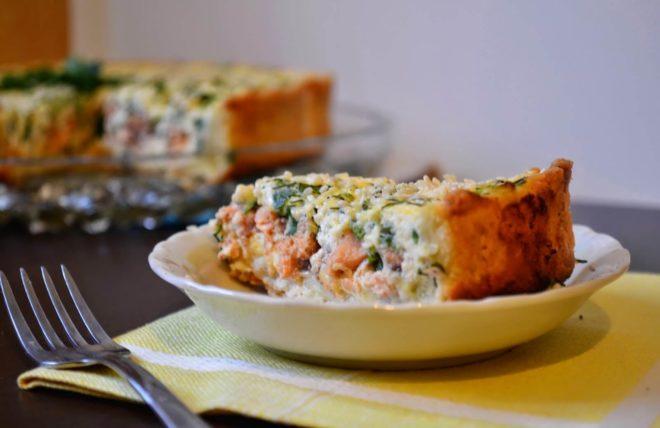Быстрый пирог с рыбой и рисом