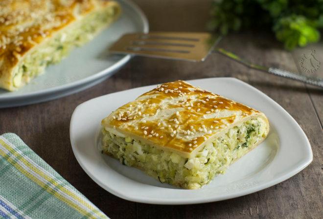 Ароматный рецепт слоеных пирогов с капустой