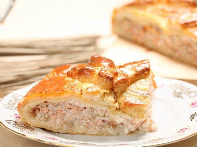 Пирог из слоеного теста с рыбой и капустой: рецепт с фото
