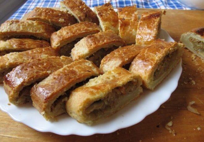 Быстрый рецепт пирога с квашеной капустой