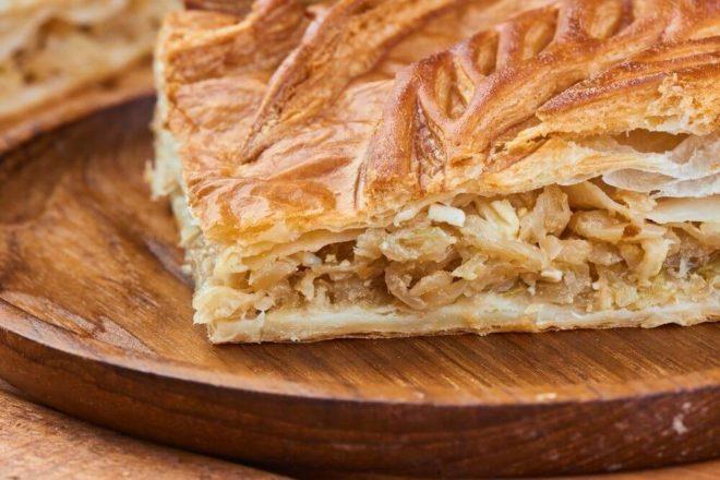 Осетинский пирог с капустой и адыгейским сыром