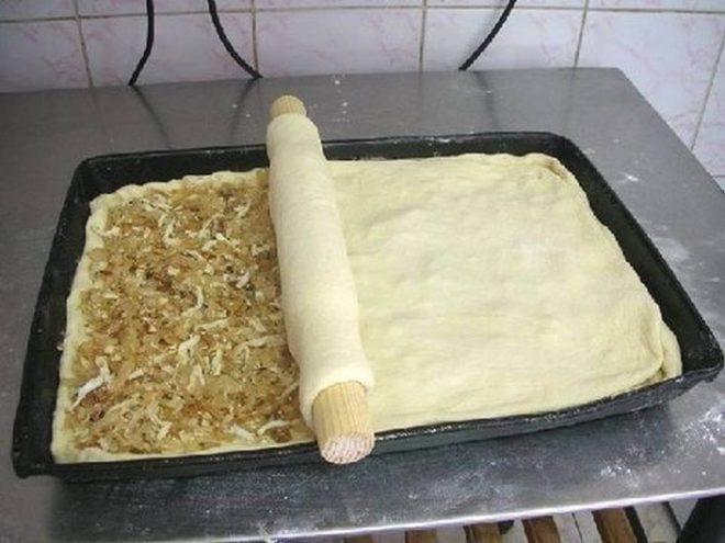 Заливной пирог с кислой капустой и курицей в духовке