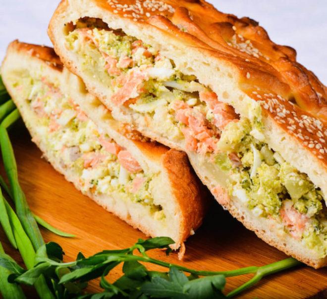 Пироги с красной рыбой: пошаговые фото-рецепты