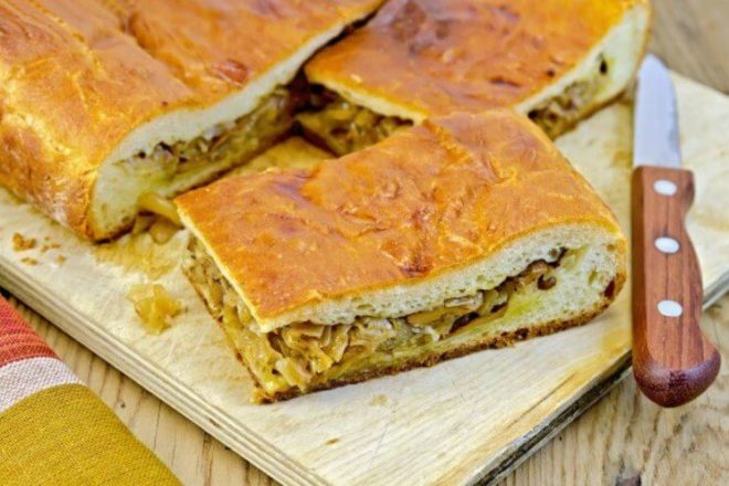 Пирог с рыбой и кислой капустой
