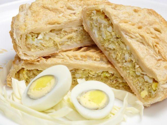 Пирожки с начинкой из капусты и яиц