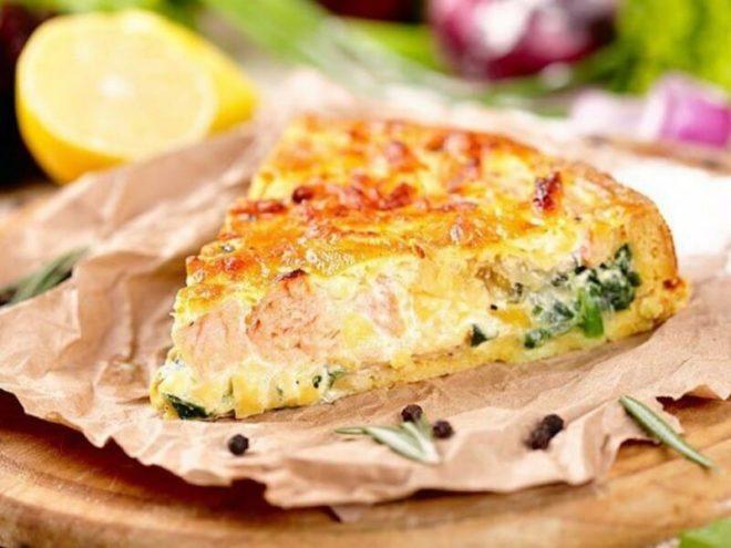 красивый кусочек рыбного пирога