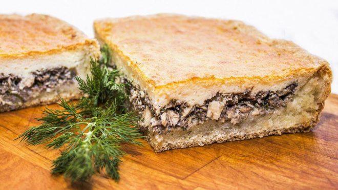 Рецепт сливочного пирога с запеченной рыбой и картошкой