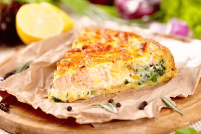 Простой и быстрый рыбный заливной пирог: классика