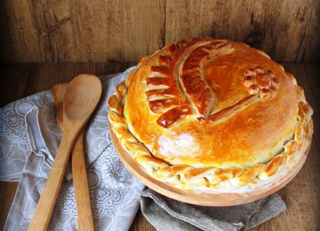 Курник с картошкой, мясом и капустой
