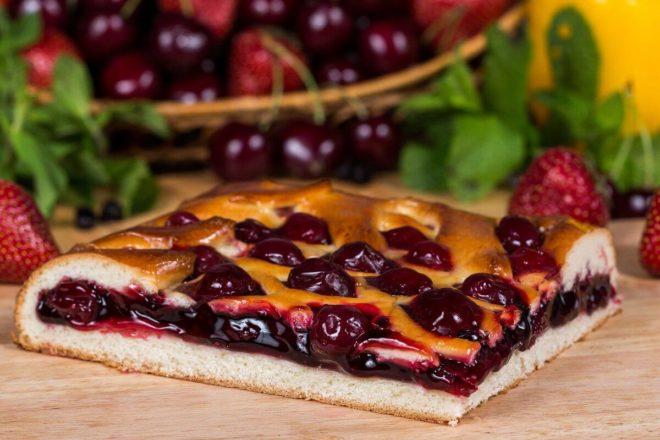 Вариант №8. Нежный пирог с вишней из дрожжевого теста